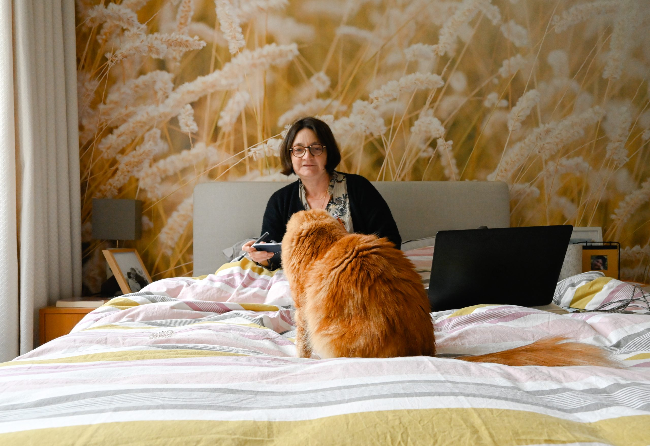 femme et son chat