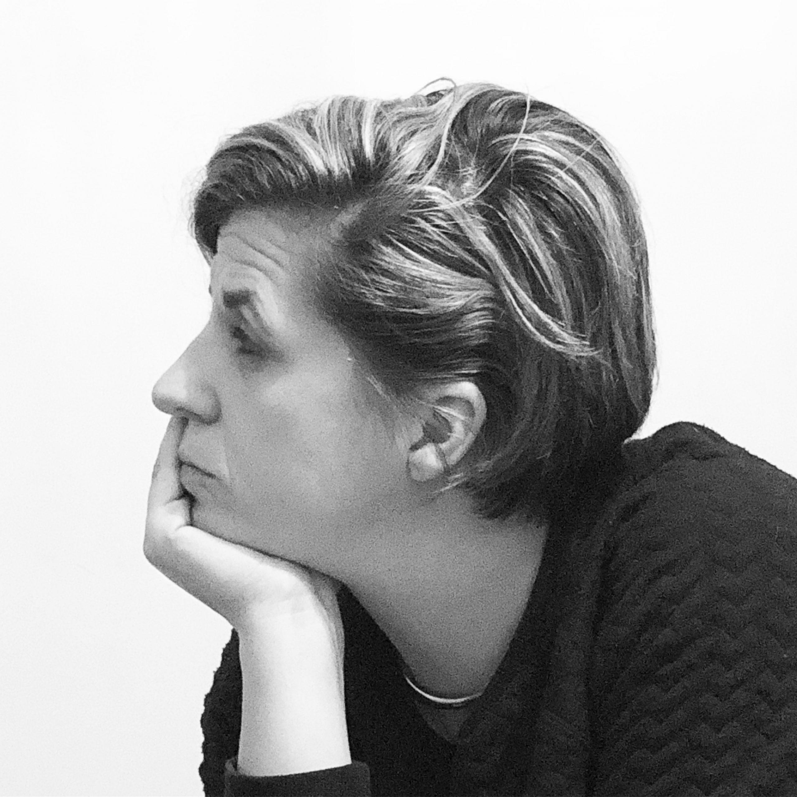 femme portrait de profil noir et blanc sophie-charlotte chapman elles se racontent