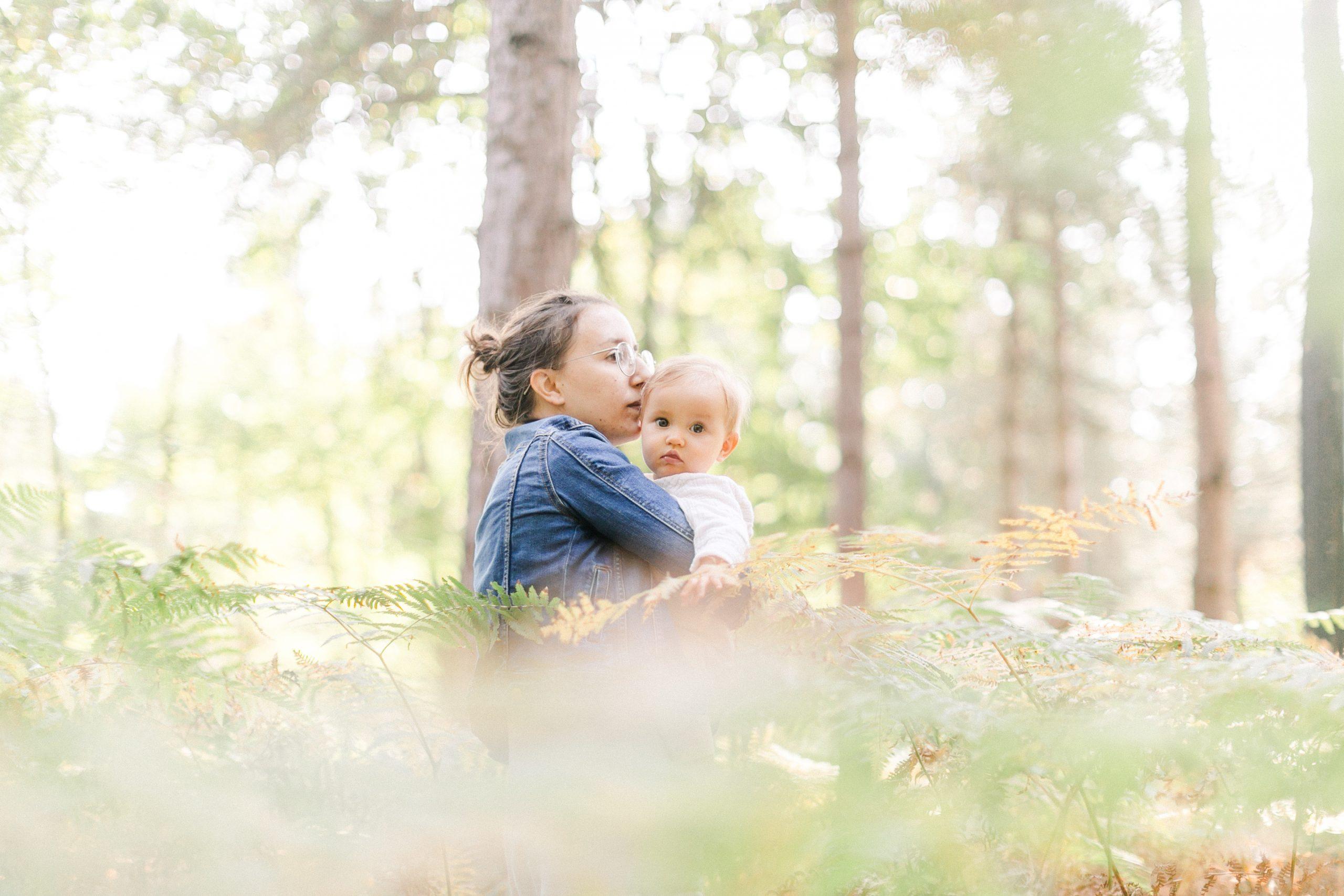 PORTRAIT LOUISE ET CECILE, mère et fille en forêt
